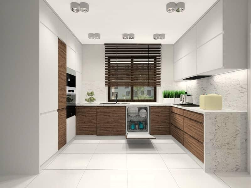 Kuchnia, nowoczesnam białe Fronty MDf, drewniane fronty, jedno okno, blat marmurowy