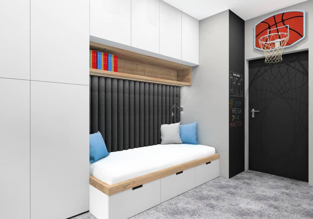 Pokój dziecięcy dla chłopca, kosz z tablicą do grania w koszykówkę, ściana tablicowa czarna, białe meble, szara wykładzina na podłodze, niebieskie poduszki