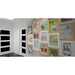 Ściana ze zdjęciami w przedpokoju