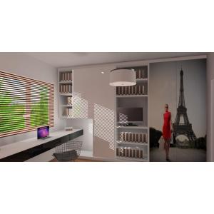 Pokój dla dziewczynki, grafika na szafie, zabudowa biurka pod oknem