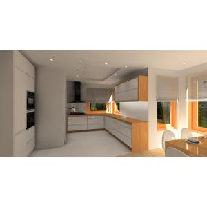 Kuchnia biała ocieplona drewnem, szafki kuchenne białe, blaty kuchenne drewniane, okno narożne, szkło białe na ścianie, szafki górne podkreślone drewnem